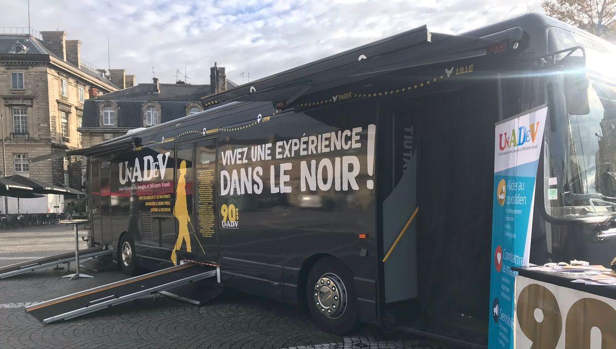 Faire ses courses sans la vue avec le bus de l'UNADEV - Reportage