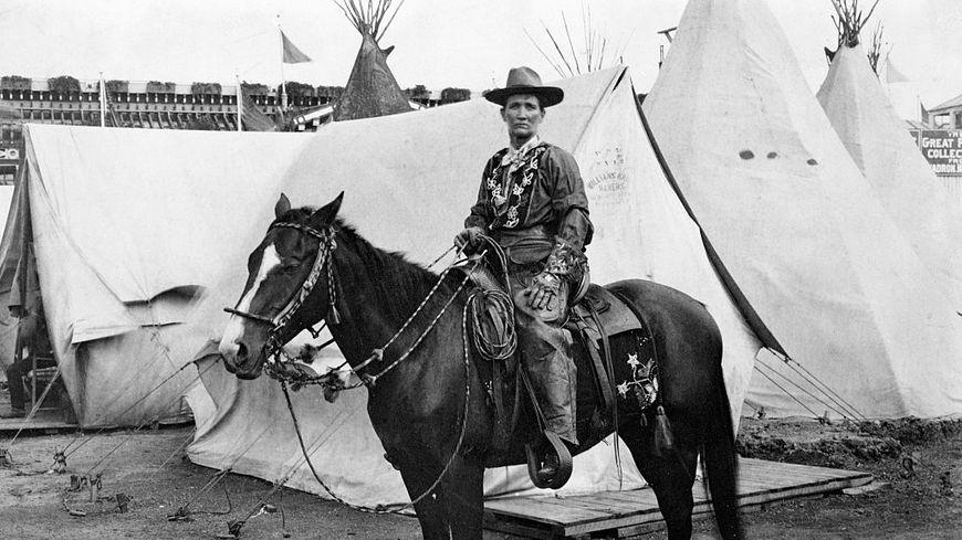 Calamity Jane à cheval.