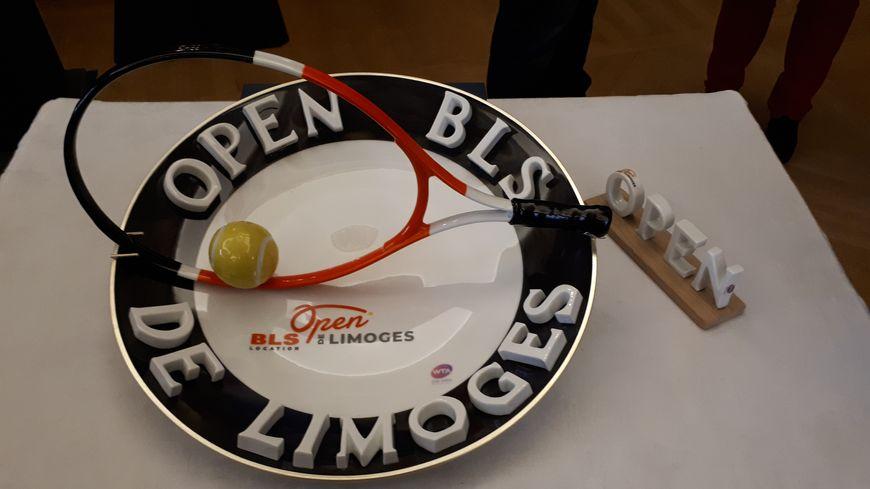 La gagnante de l'Open BLS de Limoges repartira avec ce trophée et un prix de 20.000 $.