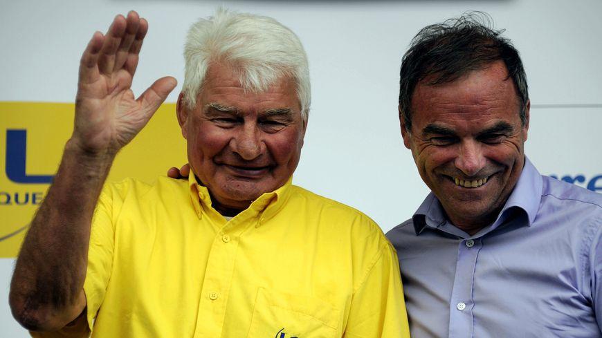 C'est la dernière échappée pour Raymond Poulidor, ici sur le podium du Tour de France avec Bernard Hinault