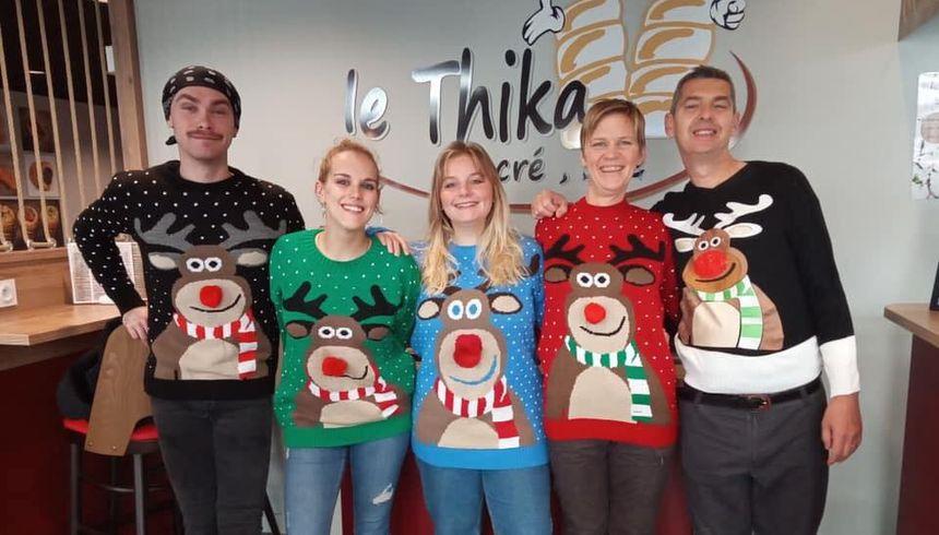 Des photos, en solo ou en équipe, avec pulls moches de Noël évidement !