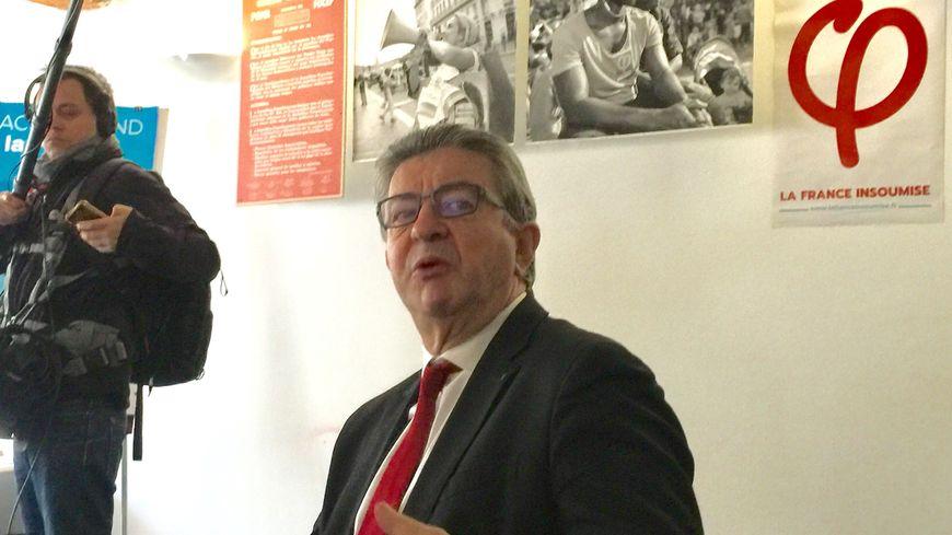 Jean-Luc Mélenchon dans sa permanence à Marseille.