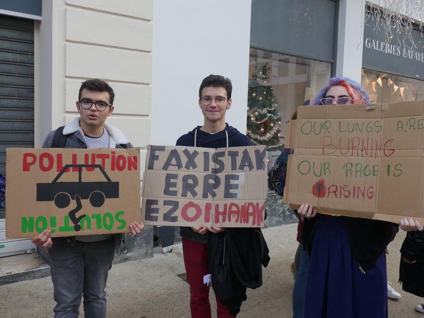 """Les (très) jeunes manifestants du """"Bloque Friday"""" à Bayonne"""