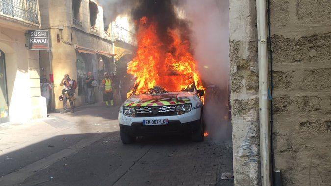 Un homme de 45 ans été interpellé à Montpellier, en septembre il aurait jeté un fumigène dans  une voiture de police, qui a ensuite pris feu.
