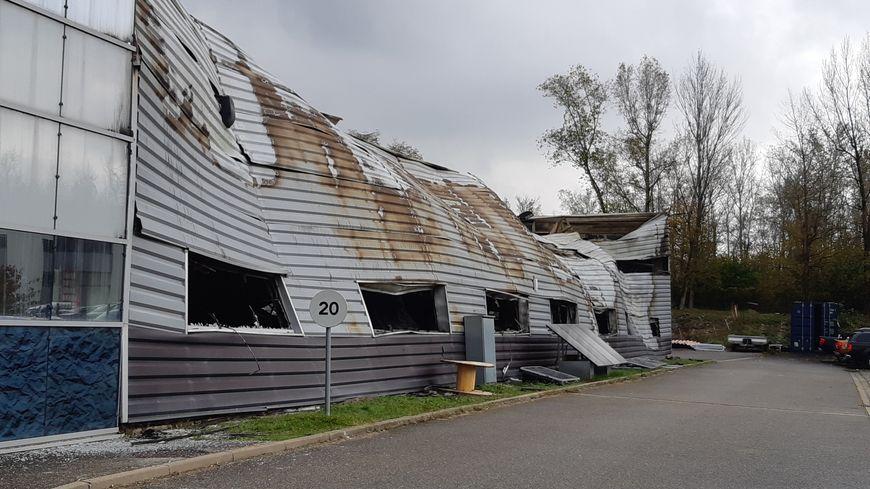 Bernin : Soitec propose son aide aux salariés d'une usine voisine ravagée par les flammes - France Bleu