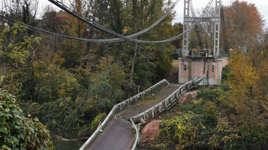 Le pont de Mirepoix ne sera pas reconstruit avant au moins trois ans, a dit le maire sur France Bleu Occitanie.