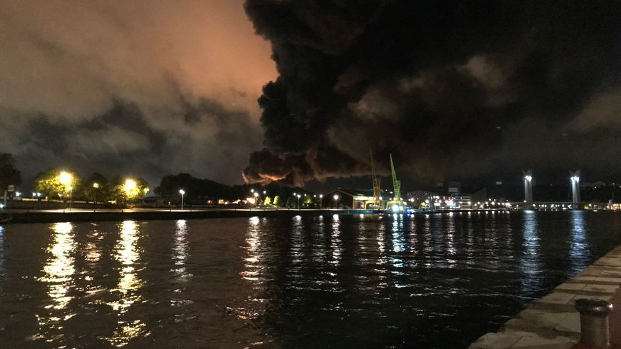 Le 26 septembre 2019, l usine Lubrizol partait en fumée, laissant s 'échapper des milliers de tonnes de produits chimiques.