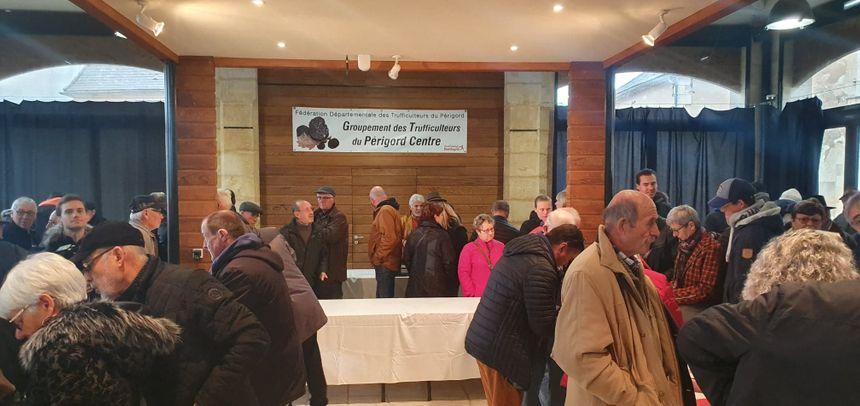 Le premier marché aux truffes de Sainte-Alvère a ravi les professionnels comme les particuliers