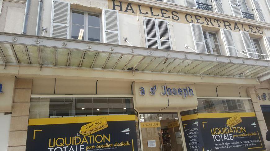Véritable institution à Orléans, le Bazar Saint-Joseph va mettre la clé sous la porte