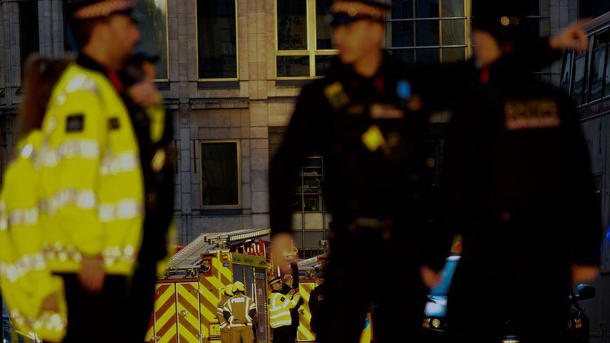 L'attaque au couteau survenue vendredi 29 novembre 2019 à London Bridge, dans le centre de Londres a fait deux morts et trois blessés, a indiqué la police.