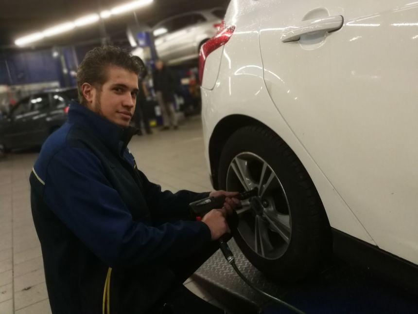 Allan démonte des pneus été...