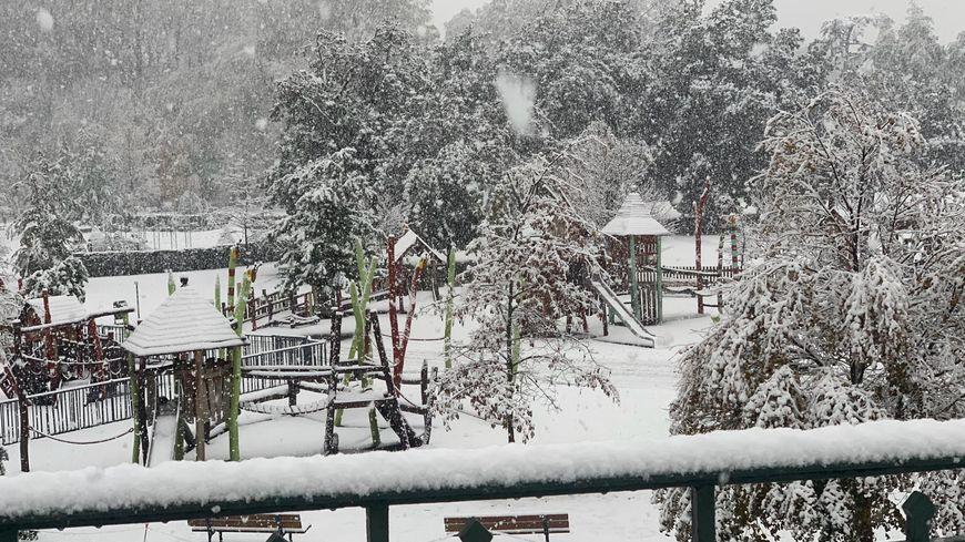 La neige est tombée abondamment dans les départements de la Drôme et de l'Ardèche.