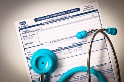Une étude menée par des chercheurs et des médecins démontre que les médecins qui n'ont jamais reçu de cadeaux prescrivent en moyenne des médicaments moins coûteux