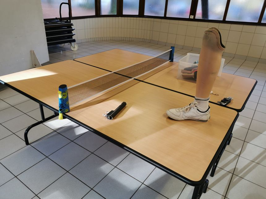 Les prothèses classiques sont mises de côté, place aux lames en carbone, sans talon, tout en suspension ! - Radio France