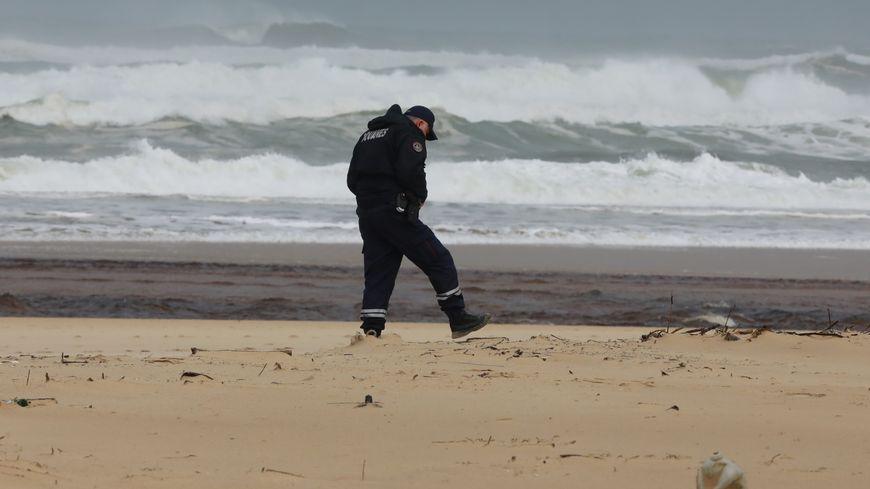 Les arrivages de cocaïne sur les plages atlantiques se sont multipliés ces dernières semaines, comme ici mi-novembre à Moliets dans les Landes.