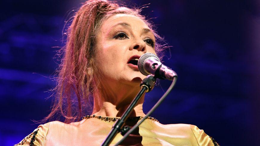 Catherine Ringer chante les Rita Mitsouko sur la scène du chapiteau de la Pépinière lors du Nancy Jazz Pulsations. Nancy, le 15 octobre 2019.
