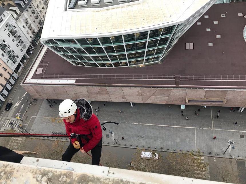 Un courageux descend la Tour de la Sécu à Rennes