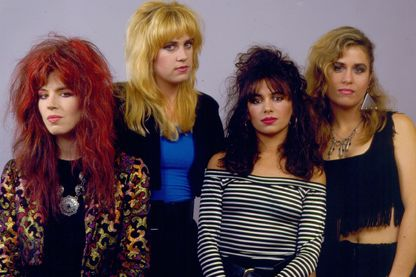 "Michael Steele, Debbi Peterson, Susanna Hoffs et Vicki Peterson composent le groupe The Bangles, auquel on doit, en 1986, le titre devenu tube ""Walk Like An Egyptian"""