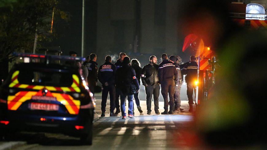Les Gendarmes et Sapeurs Pompiers sur l'accident mortel Rue de Morschwiller à Lutterbach.