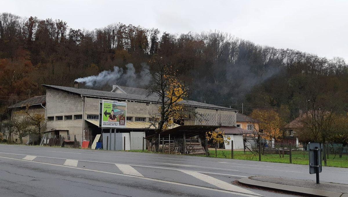 Menuiserie Romans Sur Isere bourgoin-jallieu : la fumée d'une menuiserie dérange les