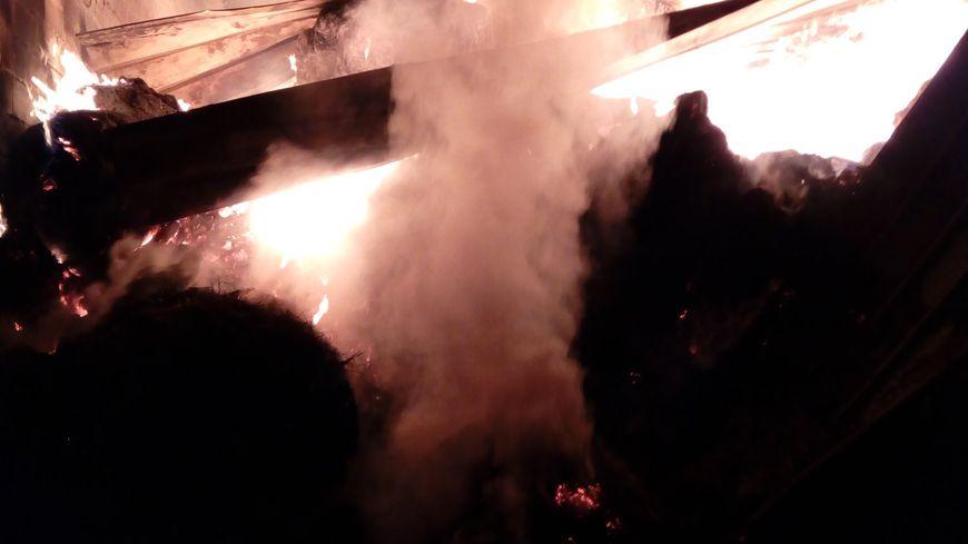 Le feu de hangar a mobilisé 35 sapeurs-pompiers