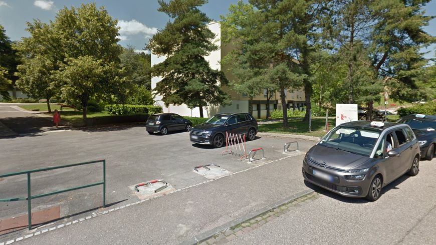 C'est sur le parking de l'hôpital que des réservoirs ont été siphonnés.