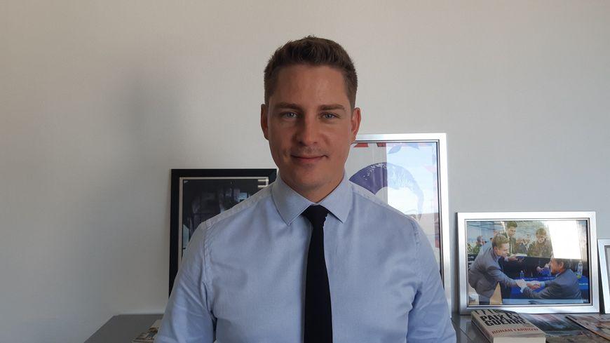 Directeur de cabinet et conseiller politique du maire de Châteauroux (Gil Avérous), Xavier Elbaz est candidat à la mairie de Villedieu sur Indre (36). Août 2019.