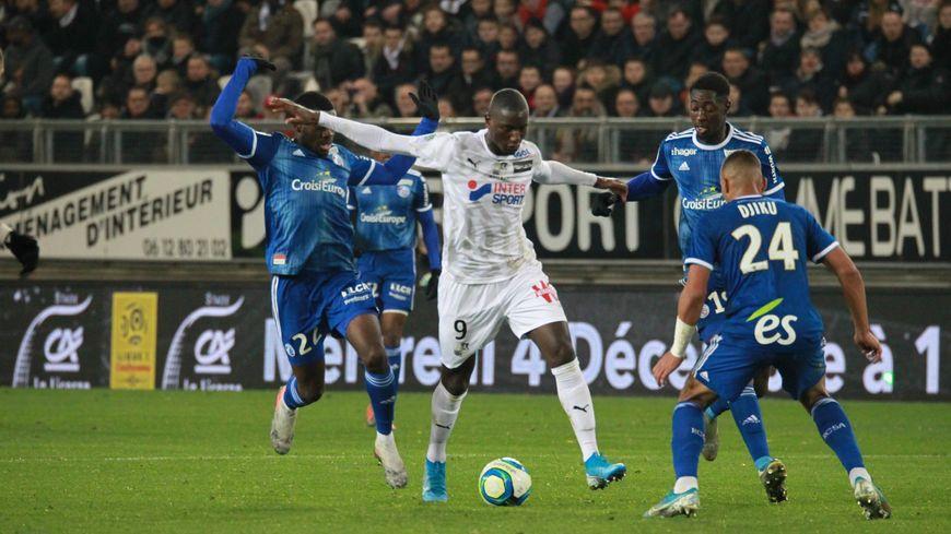 Le Racing de Fofana, Sissoko et Djiku a étrillé Amiens 4 à 0