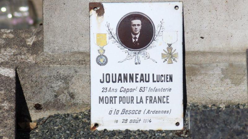 Plaque d'un poilu creusois sur un caveau du cimetière de Malval sur la commune de Linard-Malval.