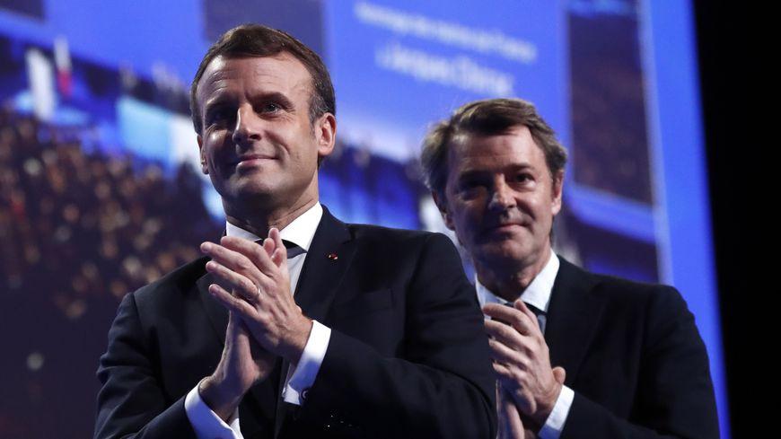 Emmanuel Macron en compagnie de François Baroin, président de l'Association des maires de France, le 19 novembre 2019.