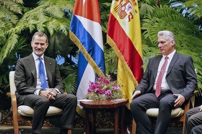 Le 12 novembre 2019, le président cubain Miguel Diaz-Canel (à droite) et le roi d'Espagne Felipe VI (à gauche) se rencontrent au Palais de la Révolution à La Havane.