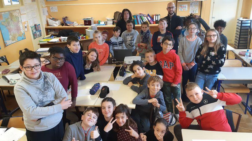 Les élèves de CM2 de la classe d'Aurélie Evrard participent à l'opération Classe Média, avec France Bleu Auxerre