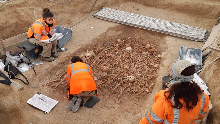 """""""C'est la plus belle découverte de notre carrière"""" disent les cinq archéologues qui travaillent sur ce chantier à St Memmie"""