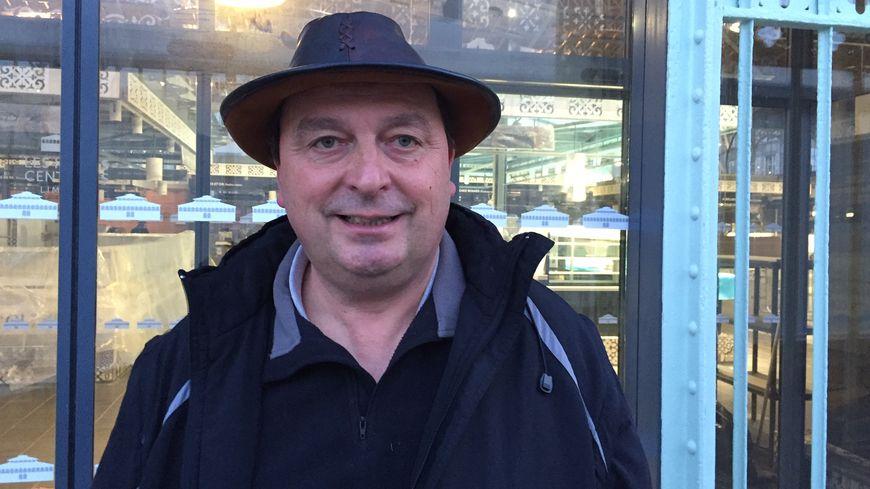Didier Cotte éleveur de volailles fermières à Blond installé aux Halles Centrales depuis 2011.