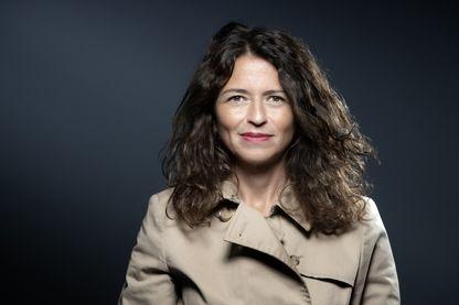 """Portrait à Paris, le 20 septembre 2019, de Karine Tuil auteure de : """"Les choses humaines"""", paru chez Gallimard et qui a remporté le Prix Goncourt des lycéens et le Prix Interallié 2019."""
