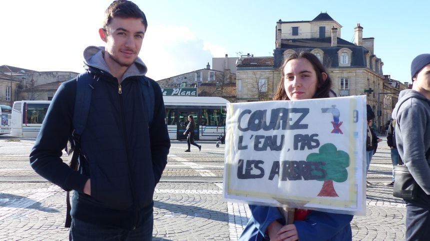 La manifestation a rassemblé au moins 200 jeunes.