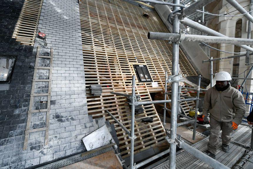 Il y a 2 000 m² de toitures à couvrir.