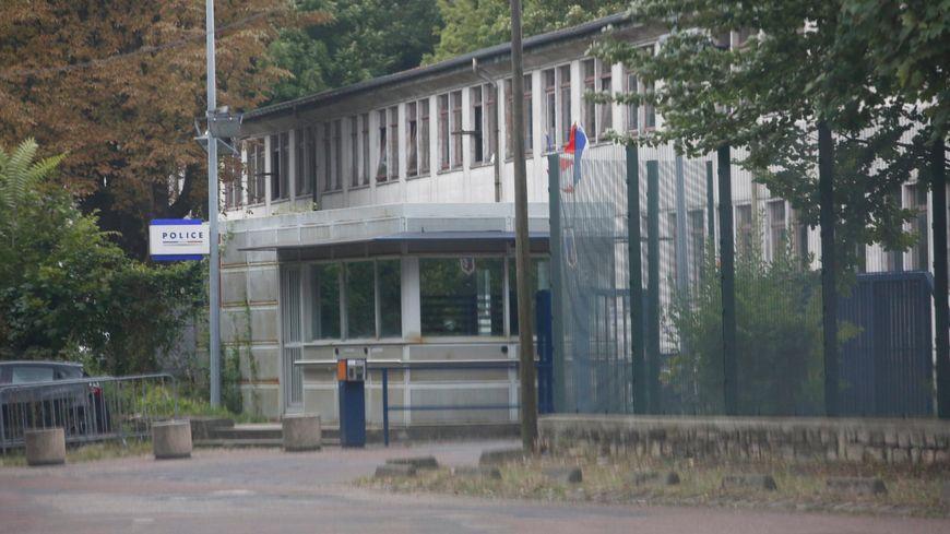 Centre de rétention administrative de Paris dans le bois de Vincennes