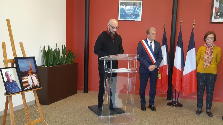 Le frère de Raphaël Ruiz en mairie de Chatuzange-le-Goubet ce mercredi matin