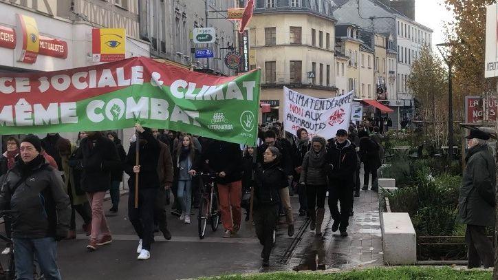 Les manifestants dénoncent l'inaction des gouvernements en matière d'écologie