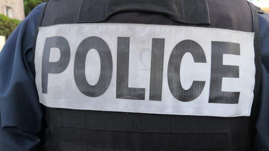 Un homme est en garde à vue ce mercredi soir, pour avoir volé 100 euros à un client d'un magasin, sous la menace d'un couteau. (Illustration)