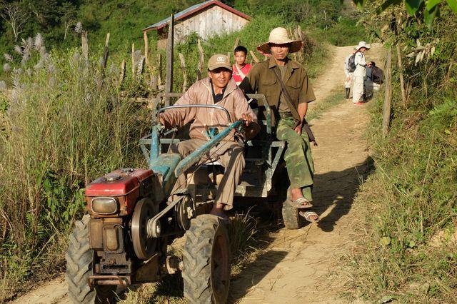 Le déminage des champs et des rizières est un soulagement pour les paysans.