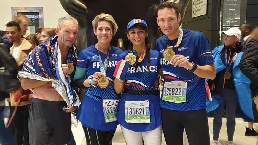 Laure Cousseau entourée de ses 3 amis à New-York
