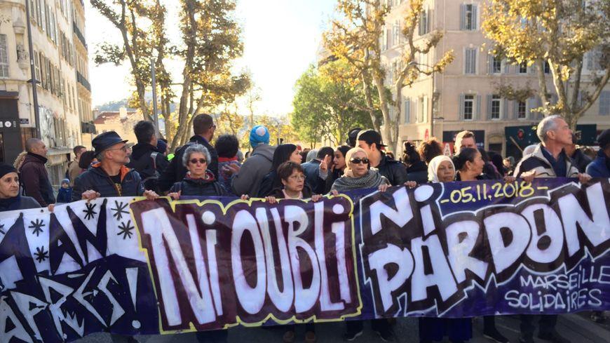 Les manifestants arrivent cours Julien pour la marche de la colère.