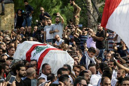 Un manifestant tué « accidentellement » par l'armée a été inhumé jeudi 14 novembre à Chouaifet, près de Beyrouth, signe que la révolte festive peut vite tourner à la tragédie.