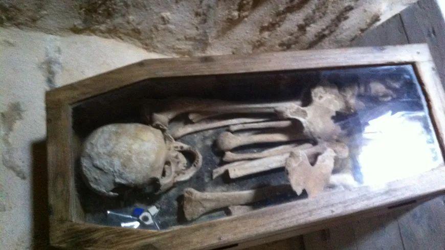 Le squelette Ernest retrouvé dans une tour d'un manoir de Montcigoux