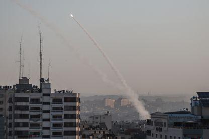Un tir de roquette par le groupe Jihad Islamique depuis Gaza vers Israël