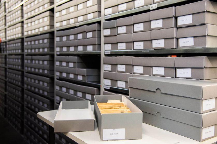 L'index central des noms est la clé des archives Arolsen et a été pendant plusieurs décennies l'outil le plus important dans la recherche d'indices.