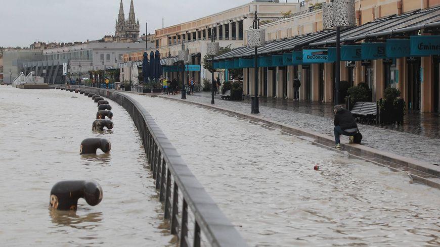 En 2016, la Garonne était sortie de son lit sur Bordeaux.