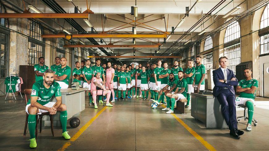 Photo officielle de la saison 2019-2020 des Verts prise Cité du Design à Saint-Étienne.